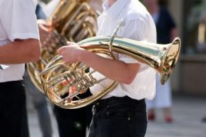 """Gute Neuigkeiten für bayerische Volksfeste: Traditionsfeste wie die """"Kahler Kerb"""" prägen unsere Heimat und dürfen im regionalen Veranstaltungskalender nicht fehlen"""